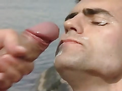 Gay gets hot facial in nature
