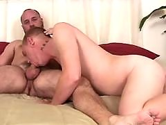 Hot twink spreads buttocks for bear